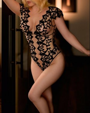 Floryse nuru massage in Lansing, KS