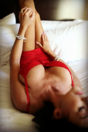 Luise cougar escorts in Corinth