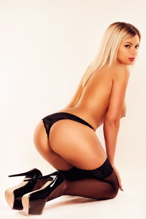 Laure-anne cougar escorts Metairie, LA
